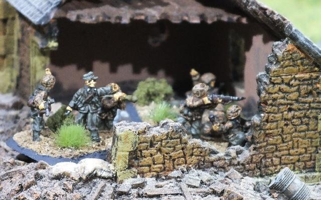Peloton de SS Panzergrenadier con cammo Eichenlaubmuster.